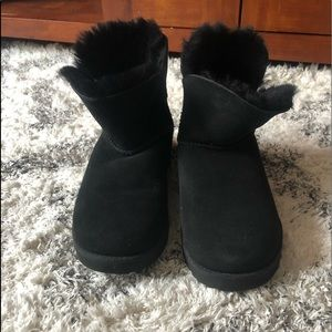 Women's short black ugg boot